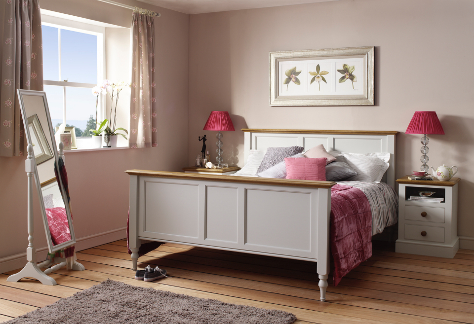 slatted chatsworth bed is available in a painted and oak finish as